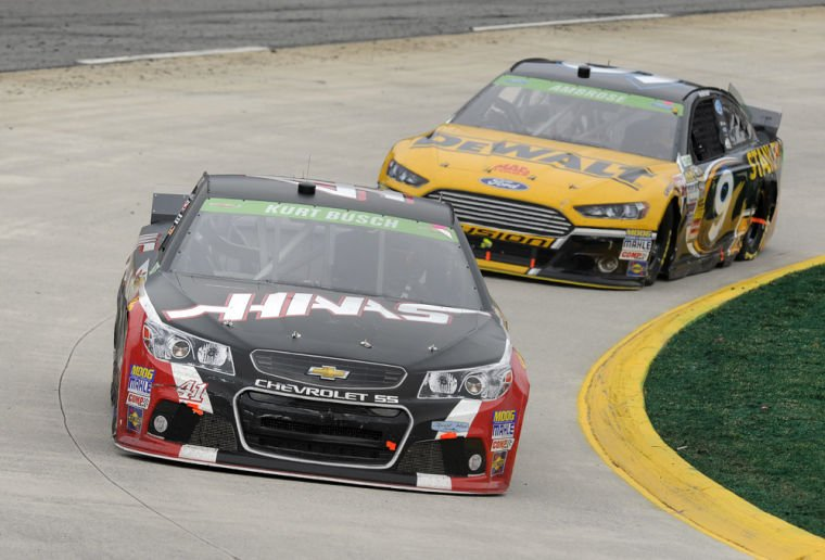 Kurt Busch bests Johnson to win at Martinsville