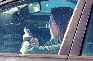Santa Fe lawmaker pushes for ban on texting while driving