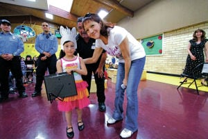 Agua Fría kindergartner honored for lifesaving actions during mom's seizure