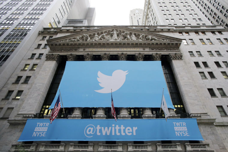 Twitter tweaks website to attract new users
