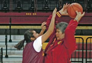 Cindy Roybal returns to the court in Española Valley
