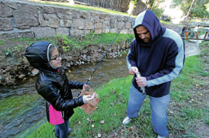 Last-minute fishing derby draws dozens of families to Santa Fe River