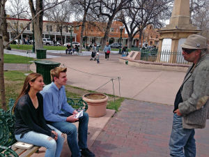 Traveling poet takes to Plaza