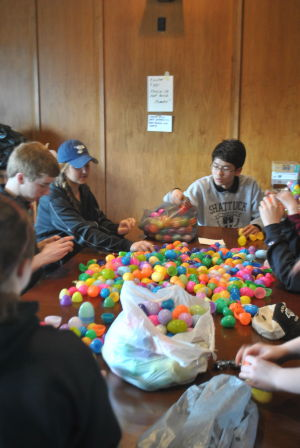 S-SM students fill eggs