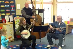 Bluegrass musicians serenade Le Sueur preschoolers, families
