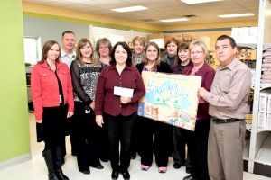 Federated employees donate to the Steele County Food Shelf