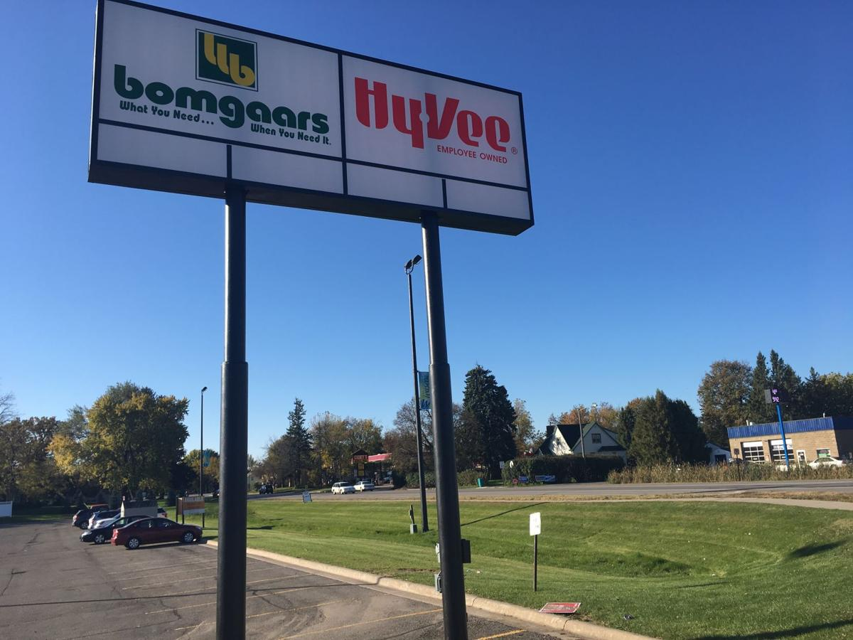 Council approves amendment for hy vee bomgaars property for Bomgaars