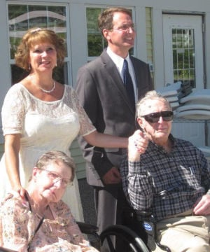 Couple weds at Le Sueur assisted living