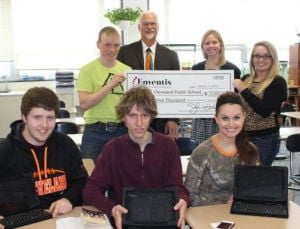 Enventis presents $5,000 grant to Cleveland Public School