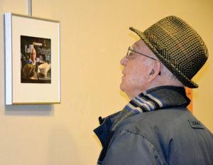 Costas Boosalis views an image of himself taken by photographer LaVona Sherarts