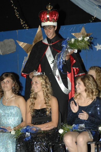 Friese crowns Sahl as Homecoming Queen