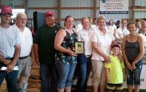 Ediger Auction Service receives appreciation plaque from Le Sueur County 4-H Ribbon Auction Committee