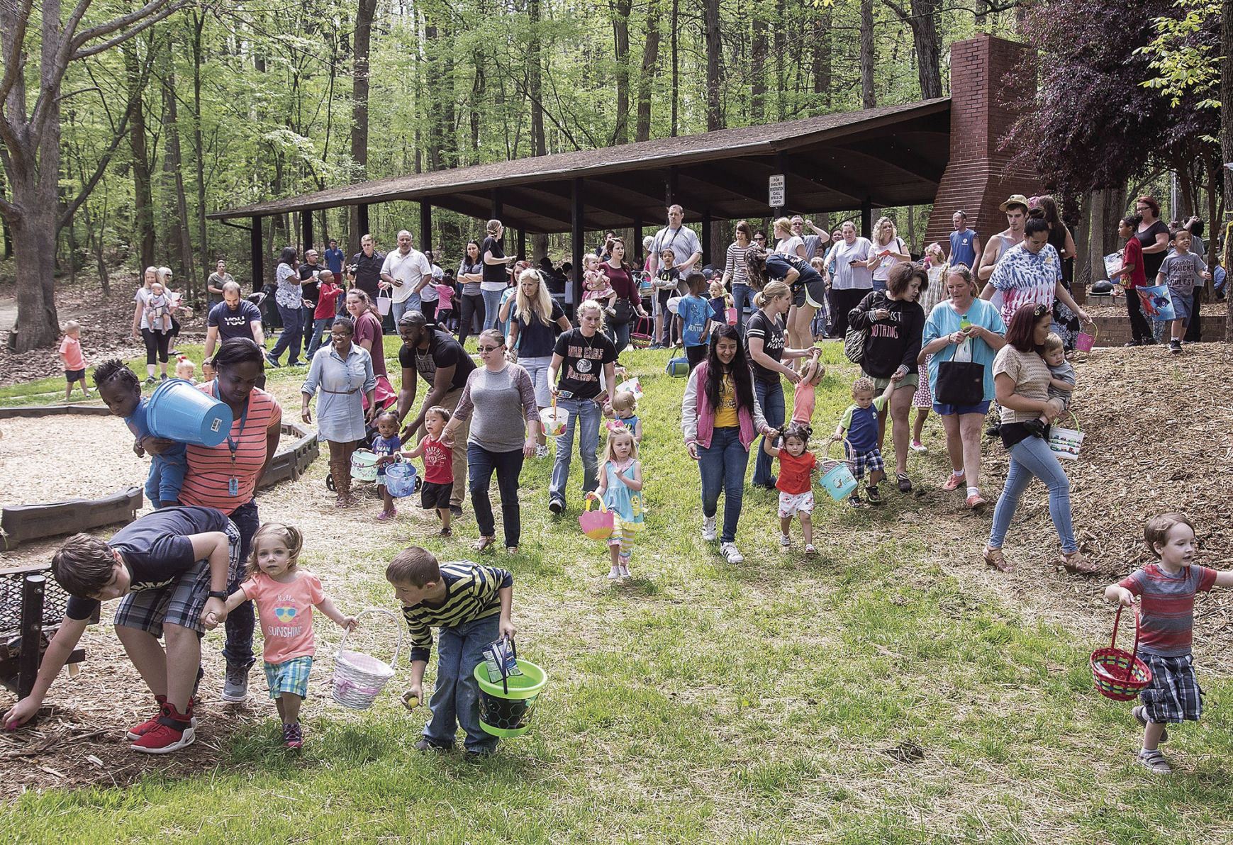 Hundreds hunt Easter Eggs at Tryon Palace