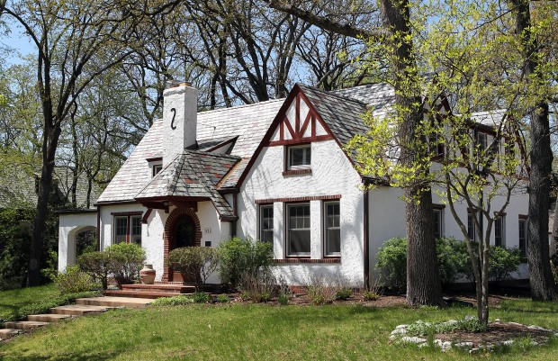 At home: Eclectic style in Tudor cottage : Lifestyles