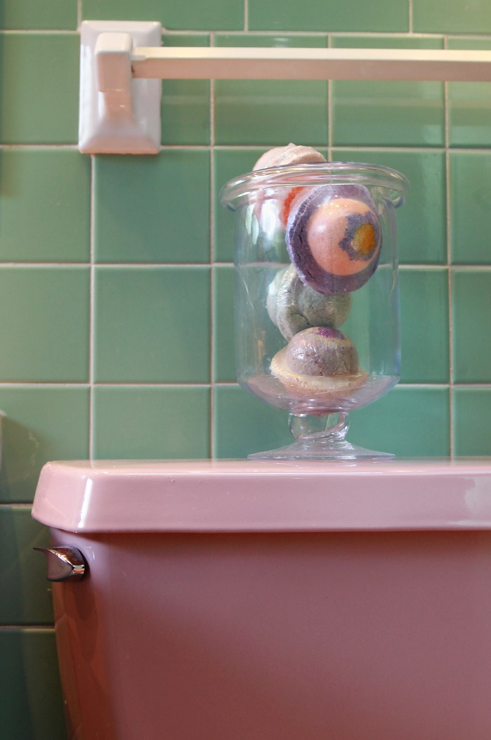 preserve the pink  how to enhance the retro bathroom u0026 39 s