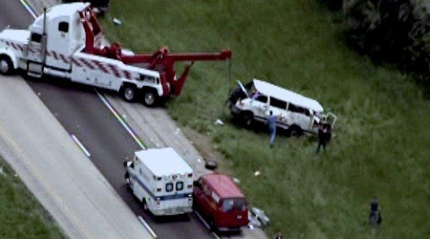 Five dead, six injured in crash of 15-passenger van near Vandalia, Ill.