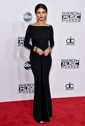 Black is the new black on AMAs red carpet