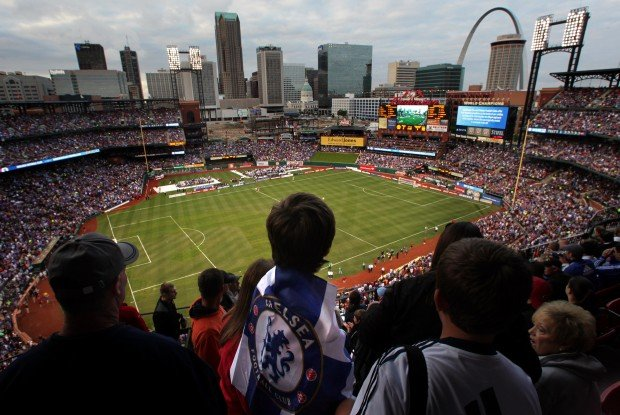 Busch Stadium crowd gets big kicks from soccer