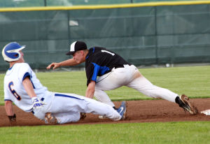 Washington knocks off Manchester in extras with squeeze bunt