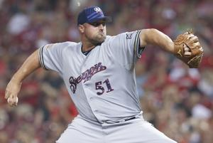 Cards add Broxton to collection of closers