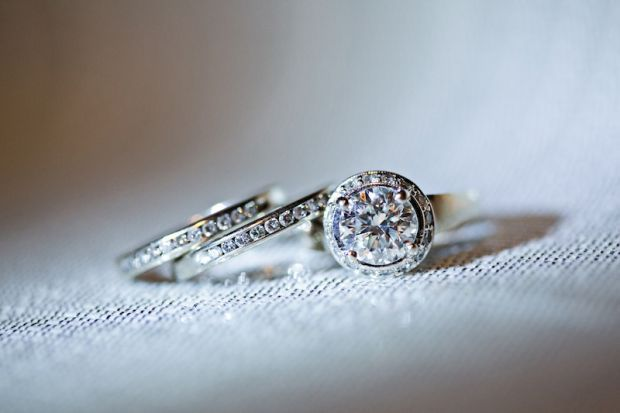 Woman selling pricey diamond ring on Craigslist lured to St Louis robbed