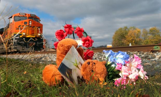 Mother, 3 children killed in Vandalia, Ill., train crash near Halloween parade