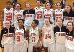 Edwardsville overcomes slow start, moves to Super-sectionals
