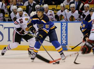 Blues sign Gomez, place Berglund on injured reserve