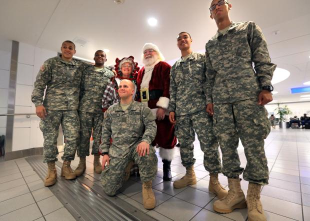 Soldiers storm Lambert-St. Louis Airport ... to get home for holidays