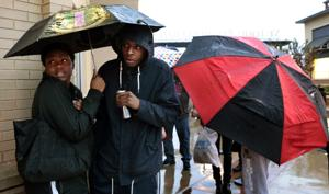 Rain, Thanksgiving shopping dampen Black Friday crowds in St. Louis