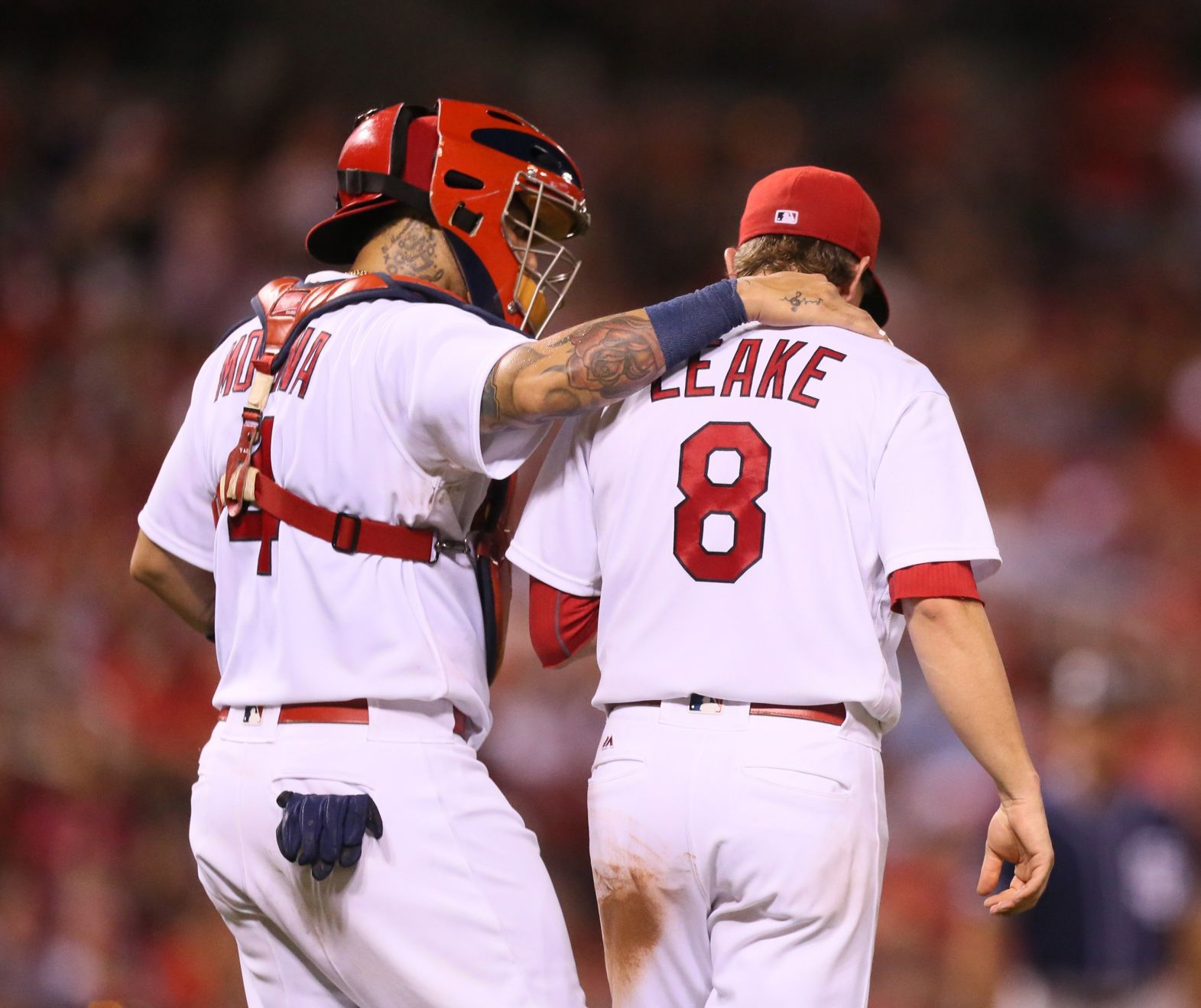 Leake holds the fort as Cardinals win