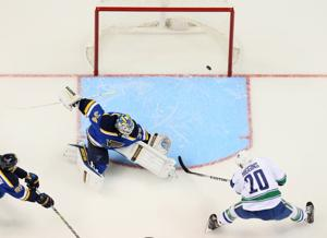 Canucks beat Blues 4-1