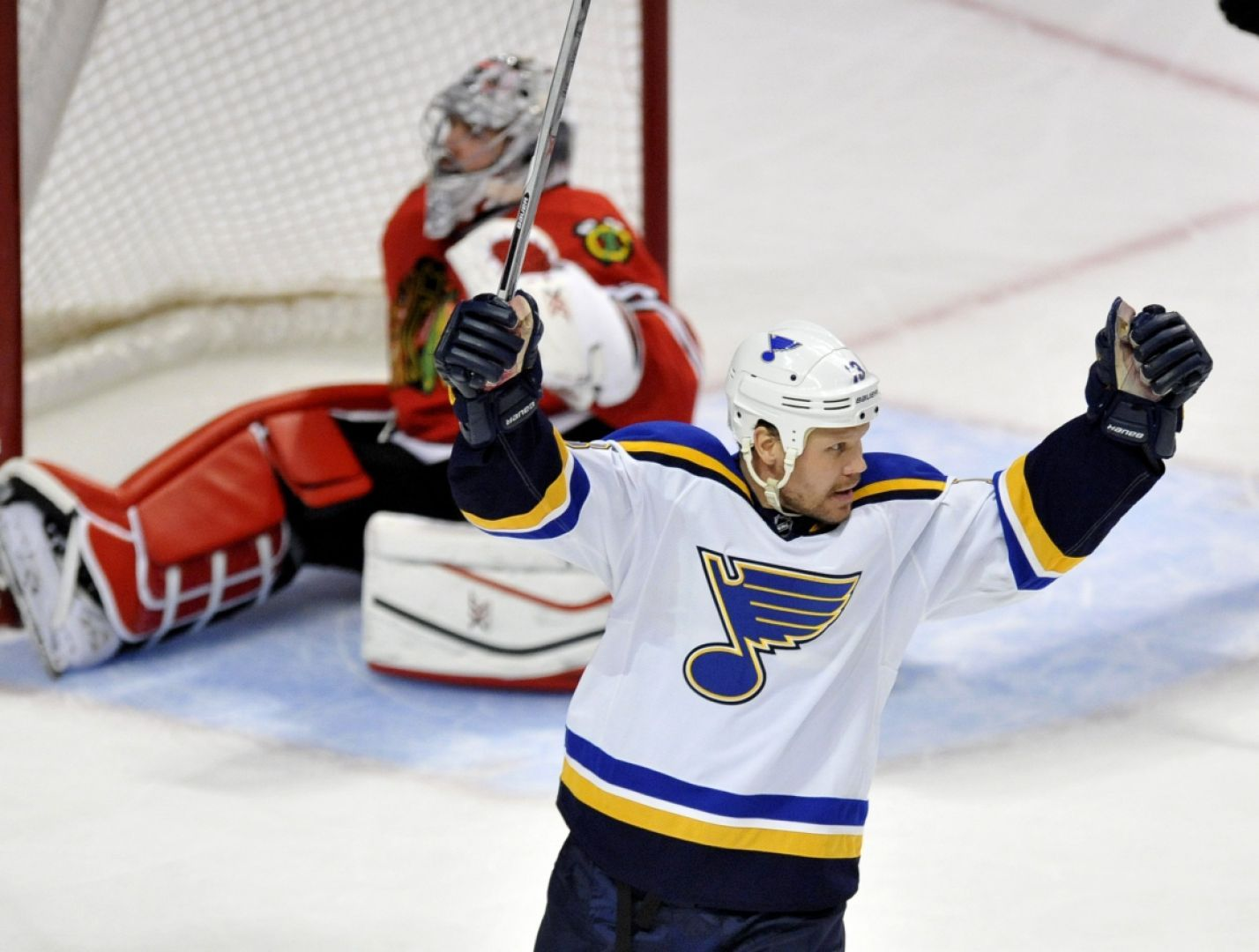 'Note Ends Chicago Blues, Takes Central Lead