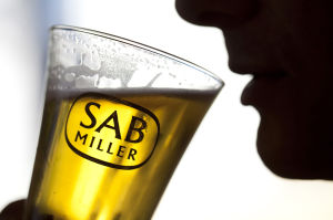 SABMiller aims to sway investors with new cost-savings goal