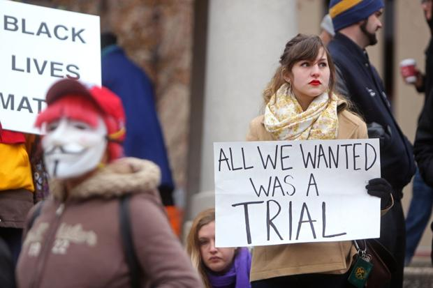 Protesters shut down St. Louis street, hold mock trial