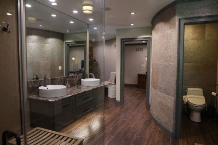 Late 39 70s style creve coeur ranch takes a modern turn for Modern ranch bathroom