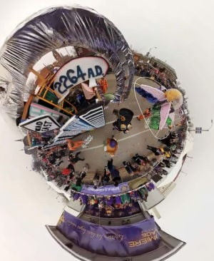 360panorama: Ride on a float in the Mardi Gras parade