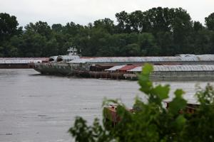 Part of Mississippi River closes as collision causes 17-mile oil slick