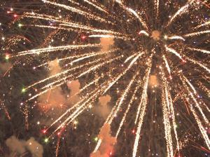 Fairgoers enjoy fireworks, music, foot-long corn dogs in Forest Park