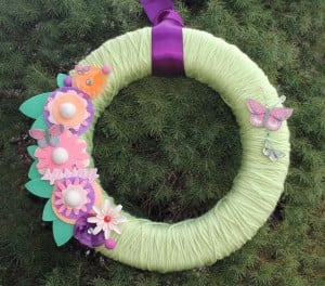 A spring wreath craft made by Julia Sandvoss