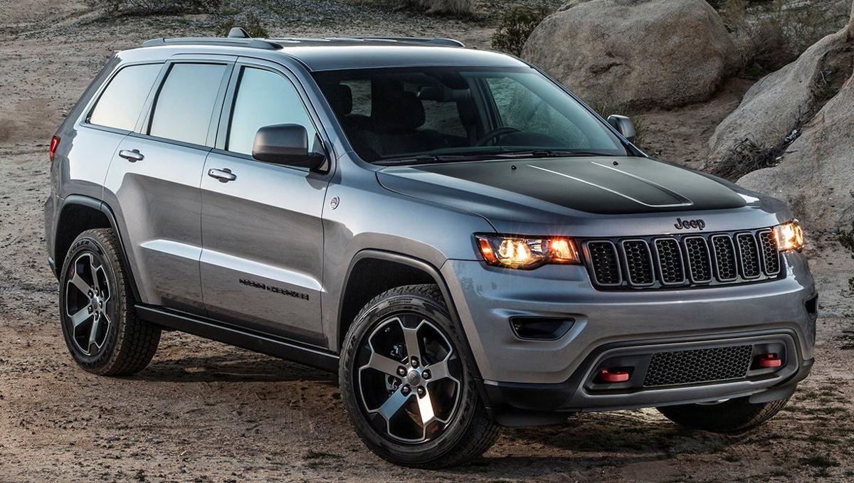 2017 jeep grand cherokee limited is classy but trailhawk is the. Black Bedroom Furniture Sets. Home Design Ideas