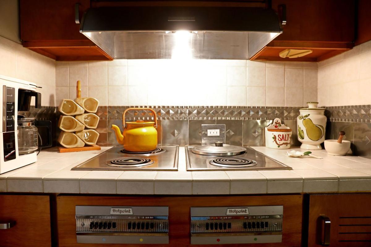 Midcentury space saving kitchen appliances