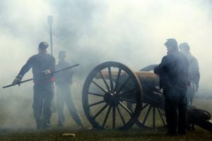 Slo-mo video: Gun fire at Pilot Knob battle re-enactment