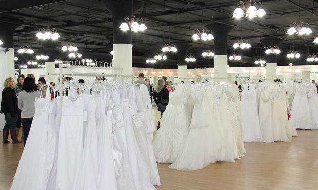 Free wedding gowns honor active military on veterans day for Free wedding dresses for military brides