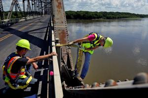 Inspection finds bridge in Louisiana, Mo., needs 1,500 new rivets