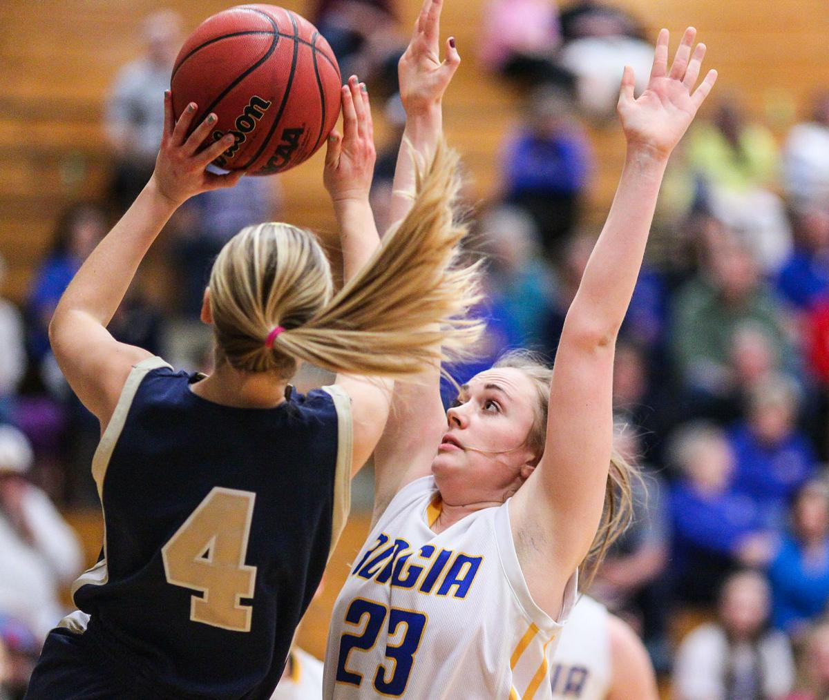 Inside-outside attack lifts Borgia past Helias again ...