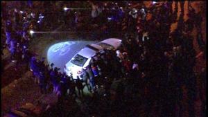 Video: Crowd rocking police car