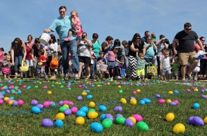 10,000 Easter eggs drop from helicopter in Town and Country