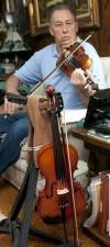 Fiddler Ron Dailey