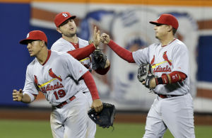 Wainwright gives the Cardinals a lift